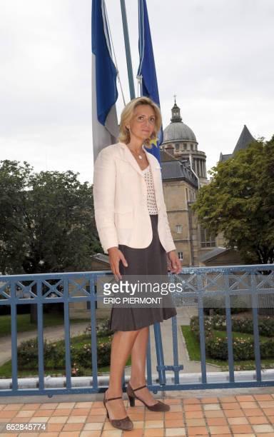 La ministre de l'Enseignement supérieur Valérie Pécresse pose le 20 août 2008 sur une terrasse du ministère de l'Education à Paris Valérie Pécresse a...