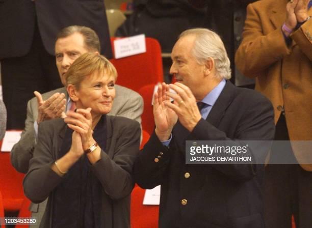 la ministre des sports MarieGeorge Buffet et le président de la Fédération Française de Tennis Christian Bimes applaudissent les équipes le 03...