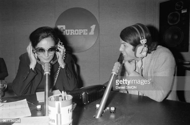 La ministre des universités Alice Saunier Saite et le chanteur Adamo sur Europe 1 le 23 septembre 1978 à Paris France