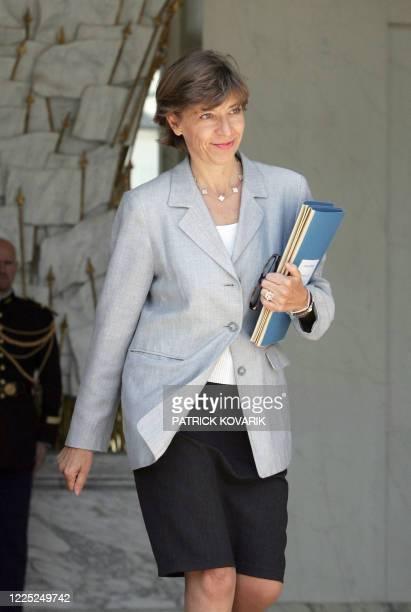La ministre déléguée aux Affaires européennes Catherine Colonna quitte le Palais de l'Elysée à l'issue du Conseil des ministres, le 08 juin 2005 à...