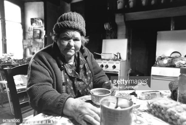 La mère Denis 85 ans est connue grâce à un publicitaire astucieux qui a misé sur son image pour promouvoir une marque de machine à laver en novembre...