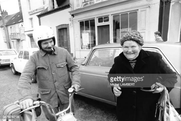 La mère Denis 85 ans est connue grâce à un publicitaire astucieux qui a mise sur son image pour promouvoir une marque de machine à laver en novembre...