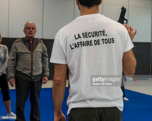 La municipalité de Caluire dans le Rhône a entrepris de former tous les habitants qui le souhaitent ainsi que les agents de la ville aux attitudes à...