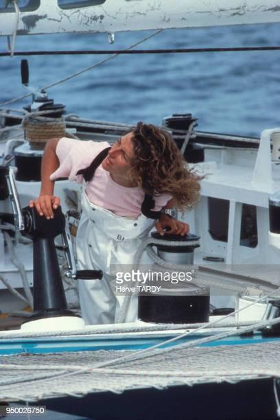 La navigatrice Florence Arthaud à bord de son trimaran 'Biotherm' en janvier 1984