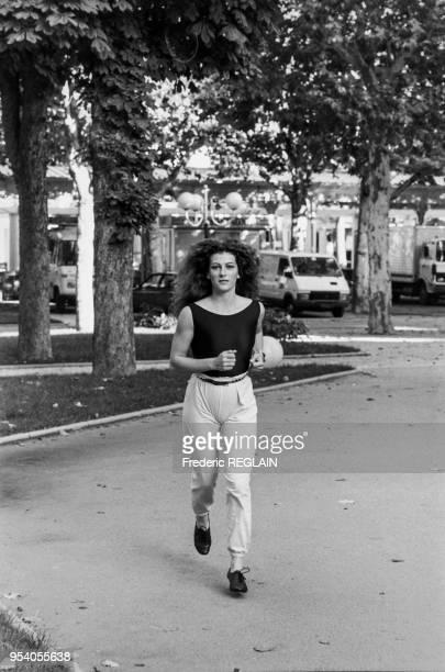 la navigatrice Florence Arthaud à Paris en octobre 1984 France