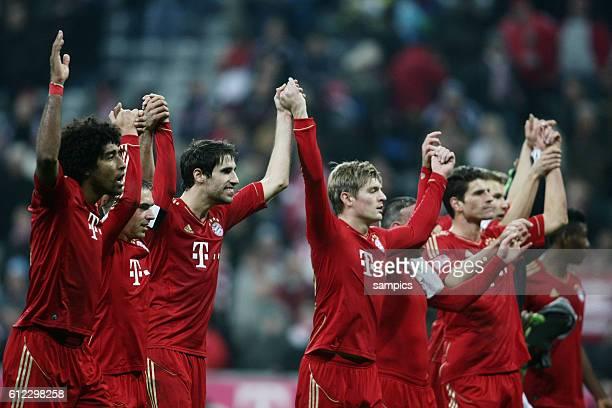 La ola Welle mit Dante FC Bayern München und Javi Martinez FC Bayern München 1 Bundesliga Fussball FC Bayern München Hannover 96 50 Saison 2012 / 2013