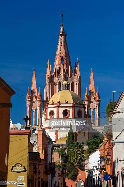 la parroquia de san miguel church, san miguel de allende, mexico - peter adams stock pictures, royalty-free photos & images