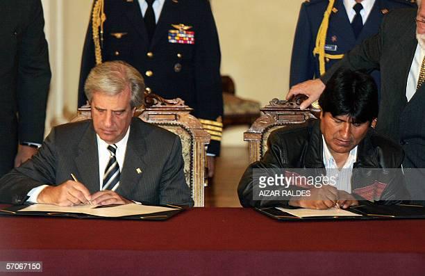 El presidente de Bolivia, Evo Morales y su homologo de Uruguay Tabare Vazquez firman una declaracion conjunta el 13 de marzo de 2006 en palacio de...