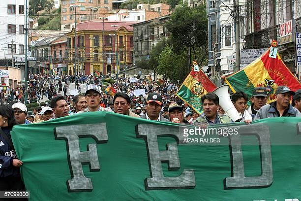 Integrantes de la Federacion de Padres de Familia de El Alto participan de una marcha de protesta el 15 de marzo de 2006 en La Paz, donde piden al...