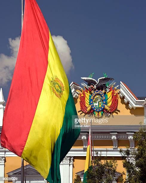 la paz in bolivia - bandera boliviana fotografías e imágenes de stock