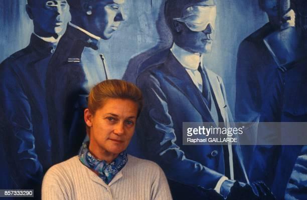 La philosophe Elisabeth Badinter chez elle le 8 decembre 1992 a Paris France