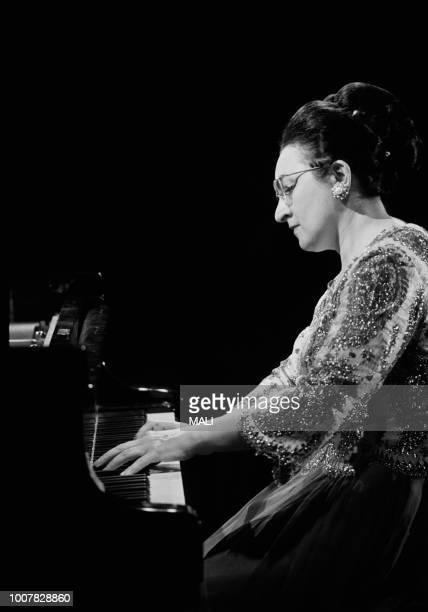Les pochettes les plus tartes ou rigolotes ! (2) La-pianiste-yvonne-loriod-en-concert-en-septembre-1969-shiraz-iran-picture-id1007828860?s=612x612