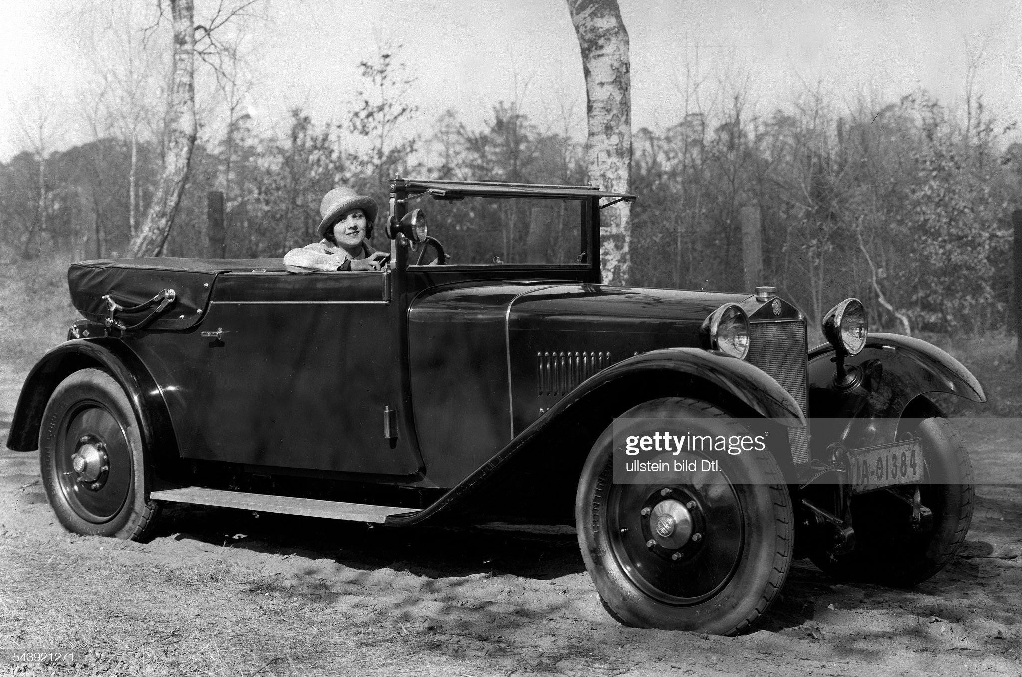 La Porta, Elizza - Actress*01.03.1904-1997+ - in her 6/30 Steyr cabriolet - Photographer: Zander & Labisch- Published by: 'Die Dame' 03/1928/1929Vintage property of ullstein bild : News Photo