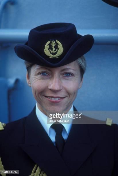 La première femme officier de l'équipage du portehélicoptères Jeanne d'Arcle 8 novembre 1983 France