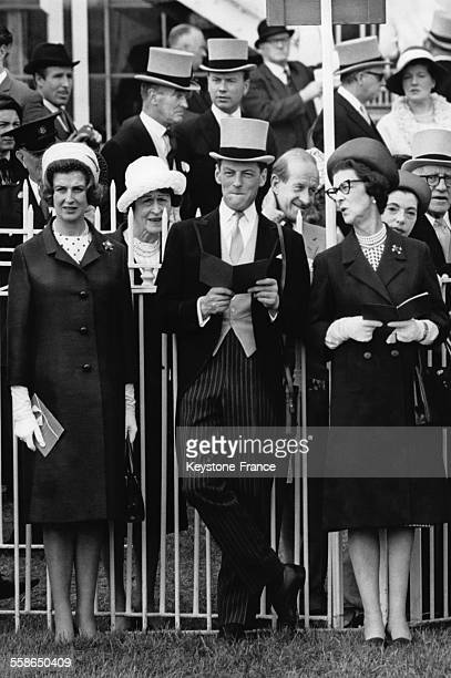 La Princesse Alexandra, son epoux Angus Ogilvy et sa mere la Duchesse Marina de Kent assistent a la parade avant les courses hippiques du Derby le 2...