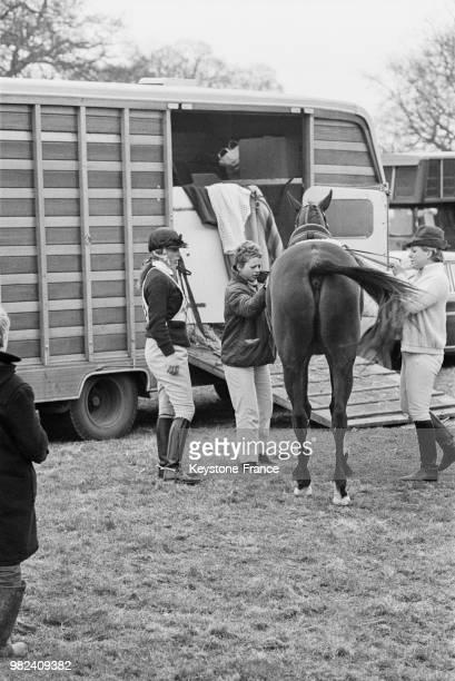 La princesse Anne du RoyaumeUni au concours d'obstacles à Everdon dans le Northamptonshire en Angleterre au RoyaumeUni le 11 avril 1969
