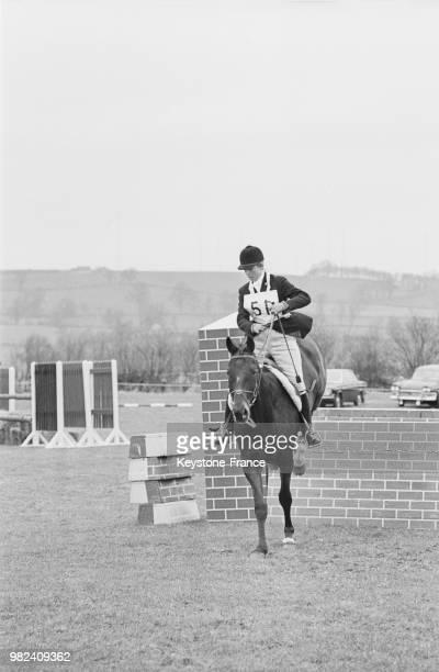 La princesse Anne du RoyaumeUni sur 'Purple Star' au concours d'obstacles à Everdon dans le Northamptonshire en Angleterre au RoyaumeUni le 11 avril...
