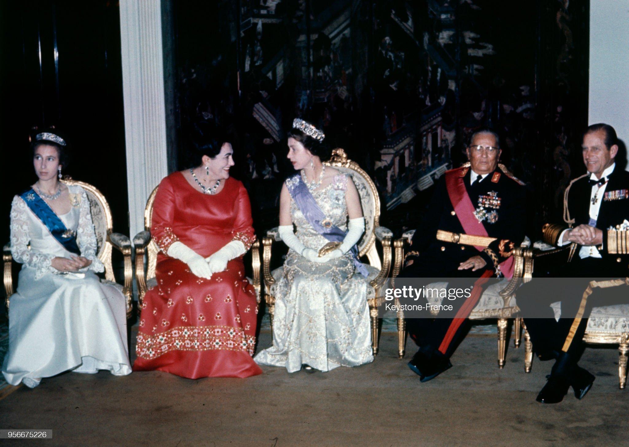 Visite de la reine d'Angleterre en Yougoslavie : News Photo