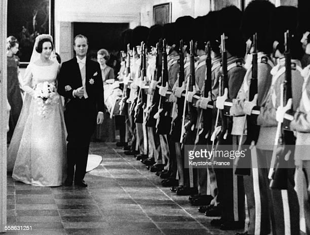 La Princesse Benedikte et le Prince Richard arrivent a la Chapelle du Palais Fredensborg pour le diner et les gardes royaux presentent leurs armes le...