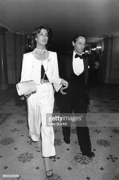 La Princesse Caroline de Monaco arrive accompagnée de Marc Bohan le couturier de la Maison Dior à l'Opéra garnier pour la première de 'Don Quichotte'...