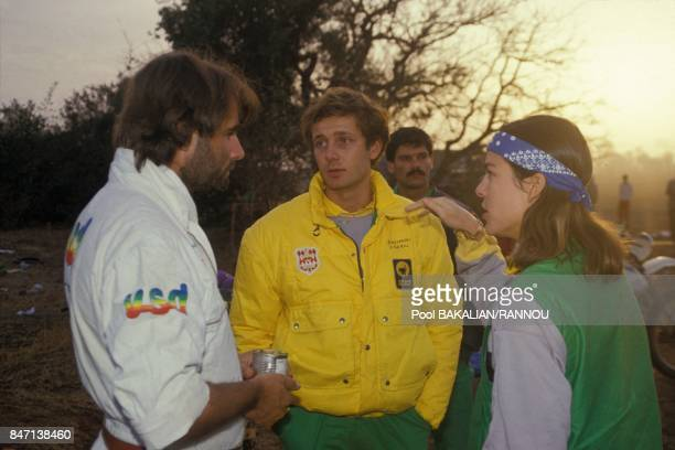 La princesse Caroline de Monaco et son epoux Stefano Casiraghi pendant le rallye automobile ParisDakar s'entretiennent avec le fondateur du Dakar...
