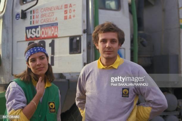 La princesse Caroline de Monaco et son epoux Stefano Casiraghi pendant le rallye automobile Paris-Dakar en janvier 1985 au Senegal.