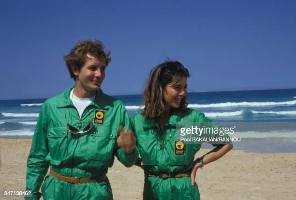 La princesse Caroline de Monaco et son epoux Stefano Casiraghi sur la plage pendant le rallye automobile Paris-Dakar en janvier 1985 au Senegal.