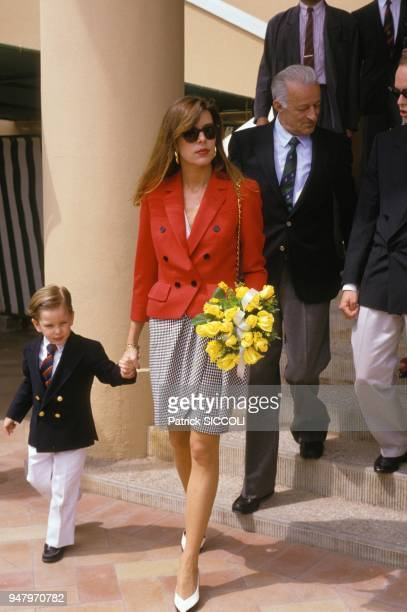 La Princesse Caroline de Monaco et son fils Andrea a l'Open de tennis de Monte Carlo le 24 avril 1988 a Monaco.