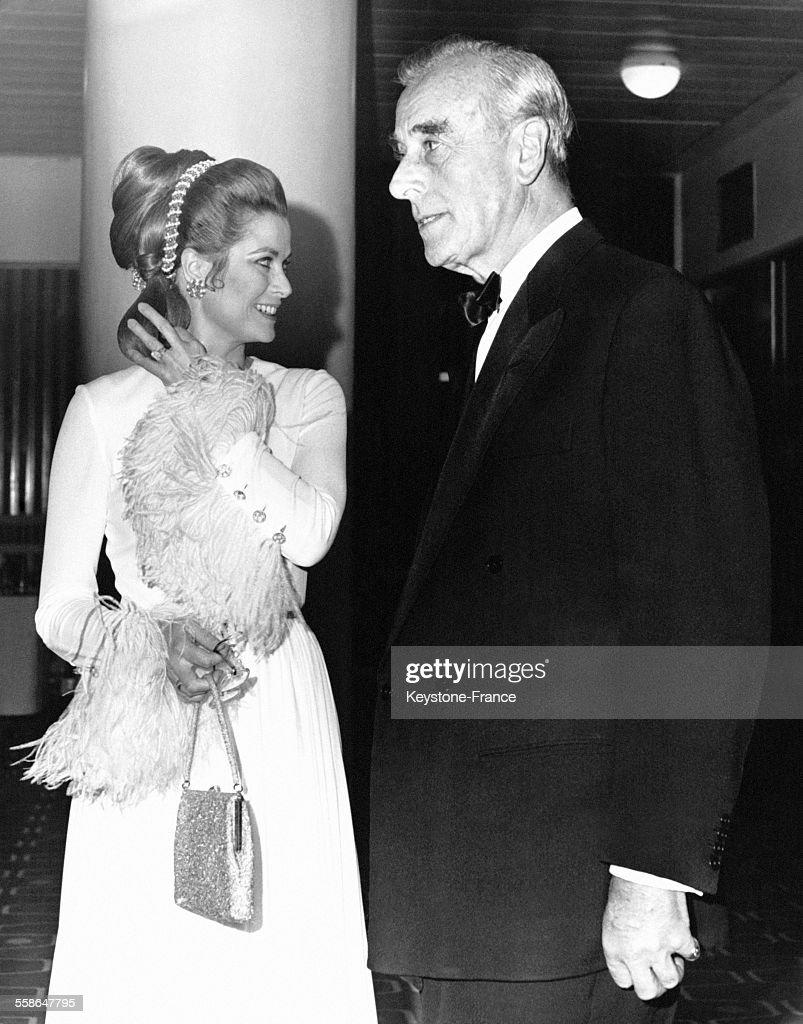 La Princesse Grace de Monaco et le Comte de Mountbatten-Burma : News Photo