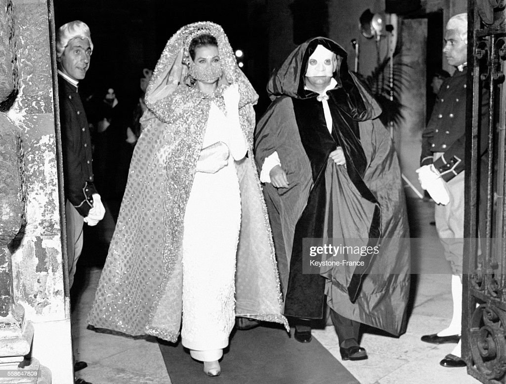 La Princesse Grace et le Prince Rainier de Monaco à un bal costumé : News Photo