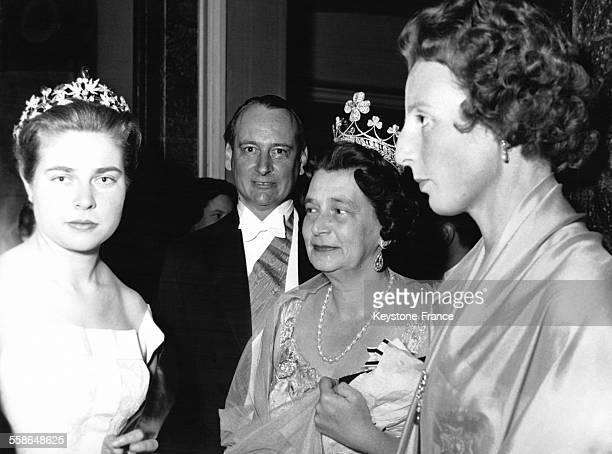 La Princesse Isabelle fille du Comte de Paris en compagnie du Prince LouisFerdinand de Hohenzollern et de la Princesse Kira de Prusse le 10 avril 1956
