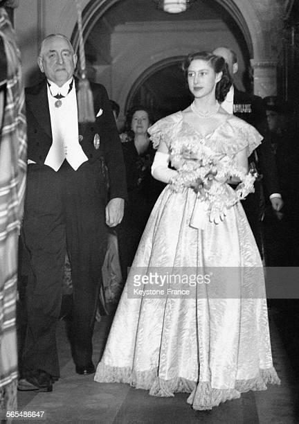 La Princesse Margaret accompagnée du Prévost se rend au Girls' Clubs' Ball dont elle est l'invitée d'honneur le 22 février 1949 à Glasgow RoyaumeUni
