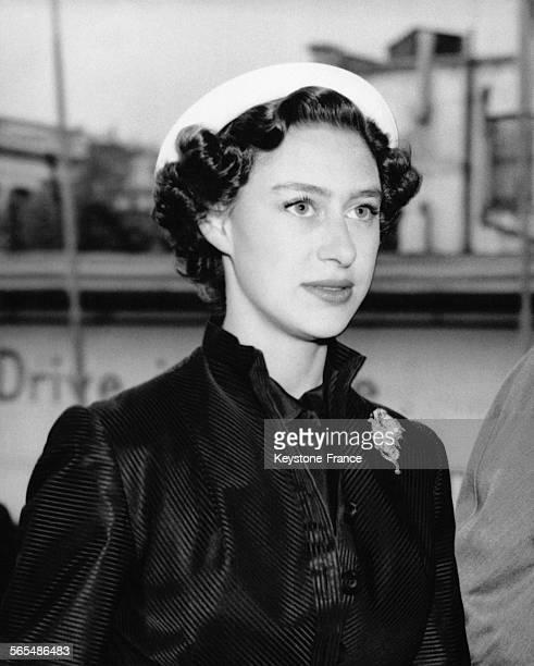 La Princesse Margaret arrive à Earl's Court pour visiter le salon de l'industrie le 4 mai 1954 à Londres RoyaumeUni