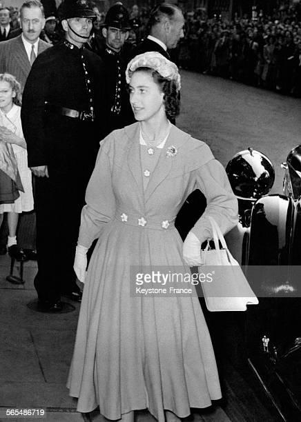 La Princesse Margaret arrive à l'église St Mark pour le mariage de Marion Stein et du Comte Harewood le 29 septembre 1949 à Londres RoyaumeUni