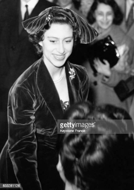 La Princesse Margaret d'Angleterre assiste à la présentation de la dernière collection de haute couture de la maison Christian Dior à Paris France le...