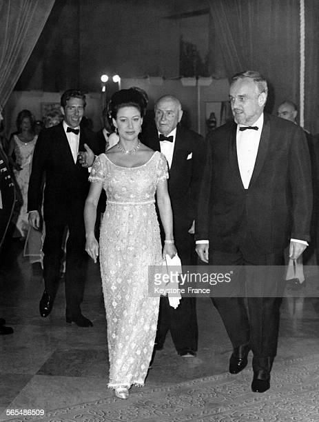 La Princesse Margaret devant son époux Lord Snowdon et le Prince Rainier de Monaco arrivent à la réception organisée à l'hôpital angloaméricain le 7...