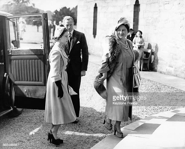 La Princesse Margaret et sa mère la Reine Elizabeth arrivent à Glamis Castle en Ecosse pour un mariage le 16 septembre 1950 au RoyaumeUni