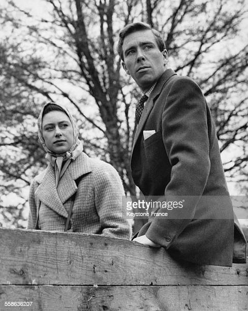 La Princesse Margaret et son pretendant Antony Armstrong Jones aux epreuves de Cross Country le 22 avril 1960 a Badminton RoyaumeUni