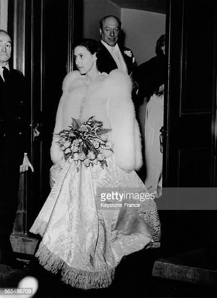 La Princesse Margaret à la sortie du National Opera House après le spectacle Cinderella le 26 avril 1949 à Londres RoyaumeUni