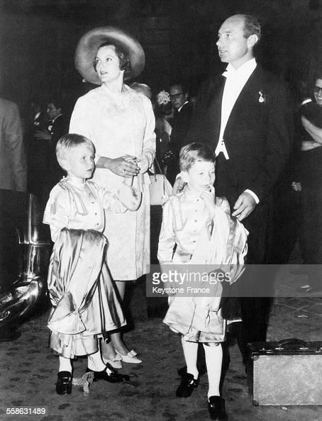 maria pia de savoie et son epoux alexandre de yougoslavie avec leurs deux enfants pictures. Black Bedroom Furniture Sets. Home Design Ideas