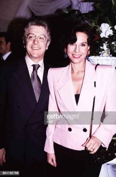 La présentatrice Denise Fabre et son époux Francis Vandenhende lors d'une cérémonie en juin 1993 à Paris France