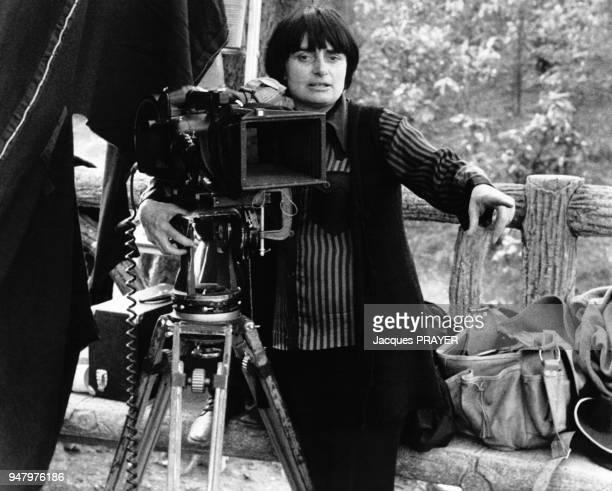 La réalisatrice Agnès Varda sut le tournage d'un film