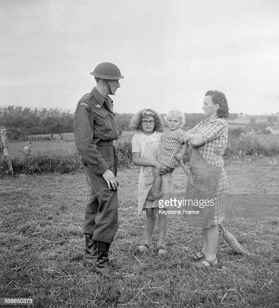 FFI à la recherche de miliciens cachés à Vichy France circa 1940