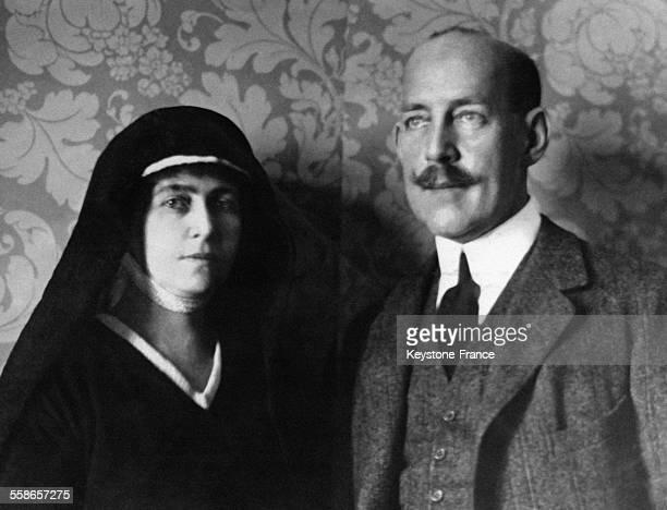 La Reine douairière Olga de Grèce et son fils le Roi Constantin 1er, circa 1920.