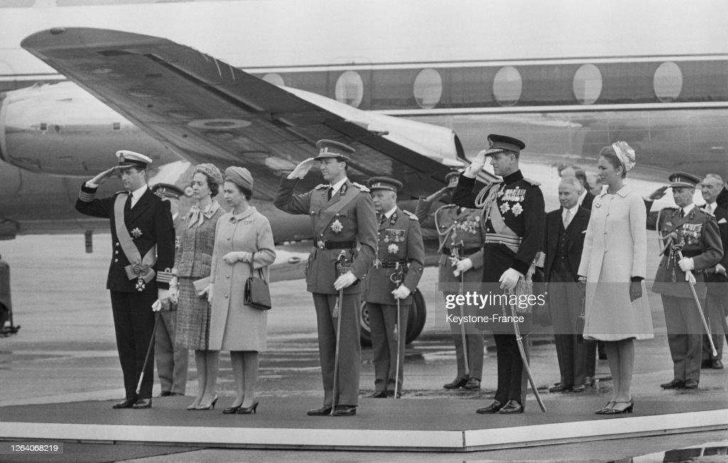 Arrivée de la Reine Elisabeth à Bruxelles : News Photo