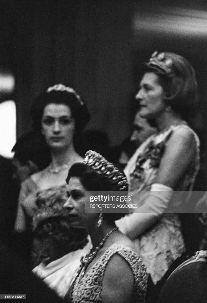 La Reine Elisabeth II d'Angleterre en visite en RFA en 1965 : News Photo