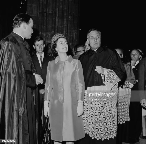 La reine Elisabeth II visite la cathédrale à Vienne en Autriche en mai 1969