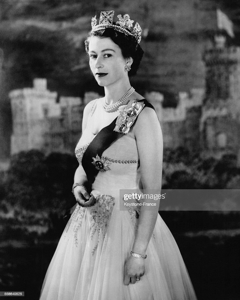 Portrait De La Reine Elisabeth : News Photo
