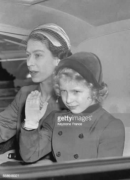 la reine elizabeth et sa fille la princesse anne rentrent en voiture news photo getty images. Black Bedroom Furniture Sets. Home Design Ideas