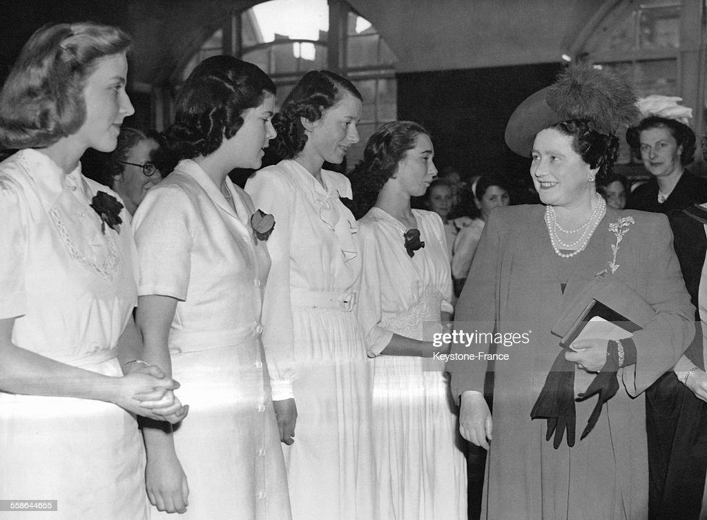 La Reine Elizabeth Au Centenaire De Queen's College : News Photo